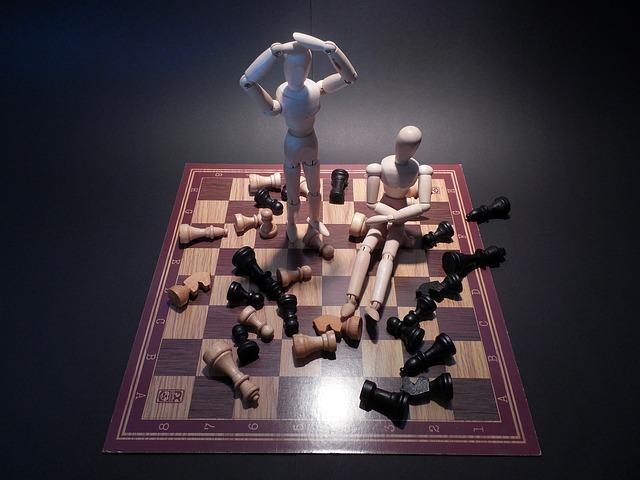 チェスをぶちまけて困っている様子